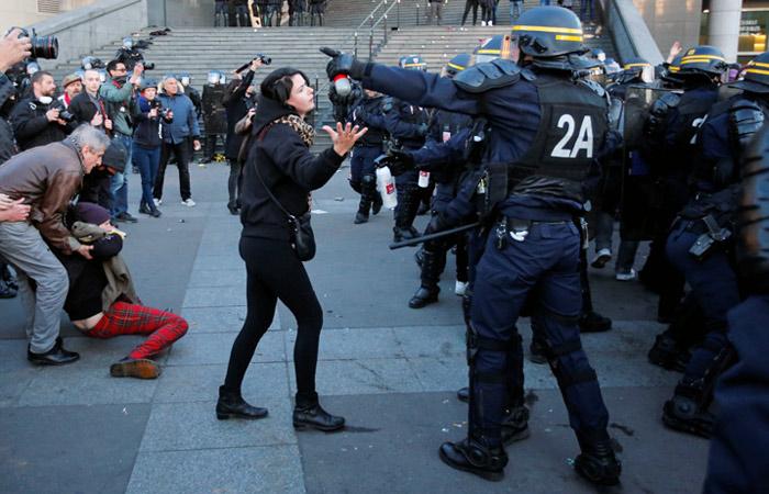 Почти 30 человек задержаны в ходе протестов в Париже
