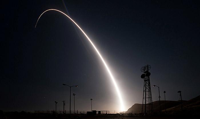 США испытали межконтинентальную баллистическую ракету