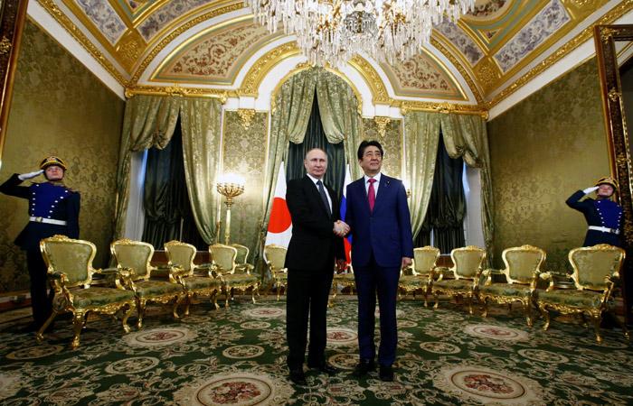Путин и Абэ договорились о поездке японских чиновников на Курилы