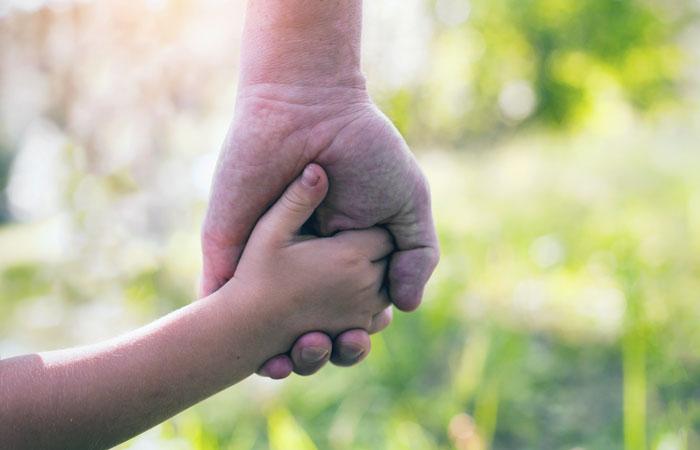 ВИЧ-инфицированным в РФ разрешат усыновлять