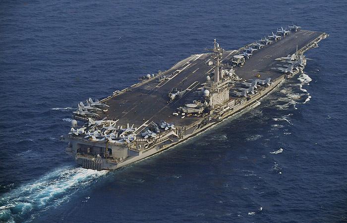 Авианосец «Карл Винсон» вошел вЯпонское море