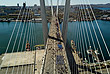 Шествие на вантовом мосту через бухту Золотой Рог во Владивостоке