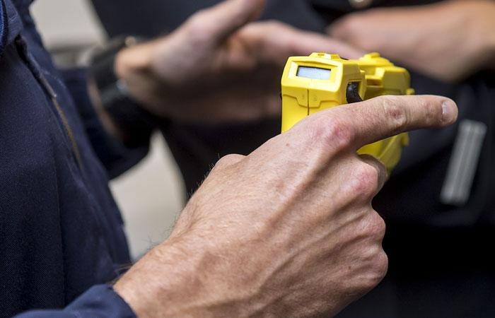 Работников транспортной безопасности могут вооружить электрошокерами