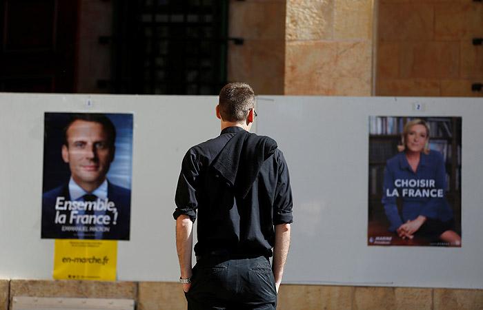 Во Франции стартовало голосование на втором туре президентских выборов