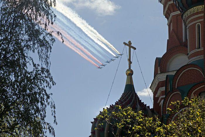 Воздушная часть военного парада Победы в Москве отменена из-за погоды