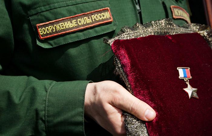 Российских офицеров наградят за срыв атаки 300 террористов в Сирии
