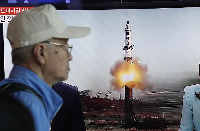 Северокорейская ракета упала в 500 км от территории России