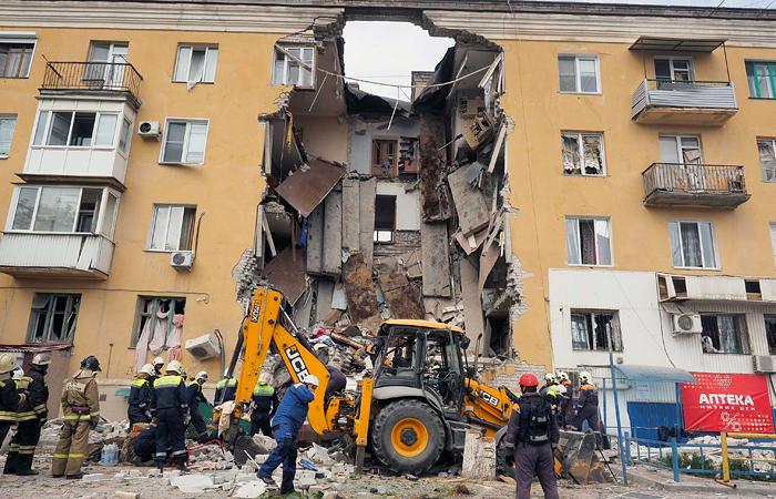 Из-под завалов разрушенного подъезда в Волгограде извлекли третьего погибшего