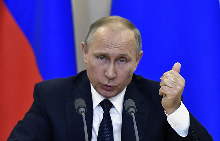 """Путин назвал """"политической шизофренией"""" обвинения в адрес Трампа о выдаче России секретов"""