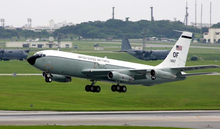 США обвинили ВВС Китая в перехвате самолета в международном пространстве