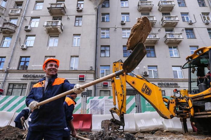 Работы по благоустройству Тверской улицы начались в Москве