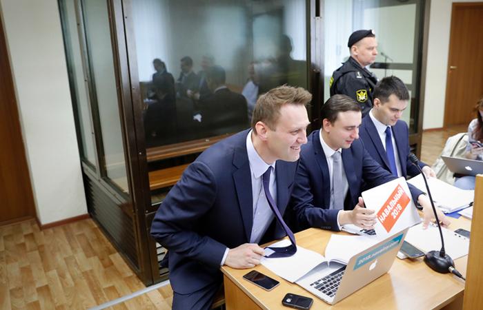 Суд отказался вызвать Медведева в качестве свидетеля по иску Усманова к Навальному