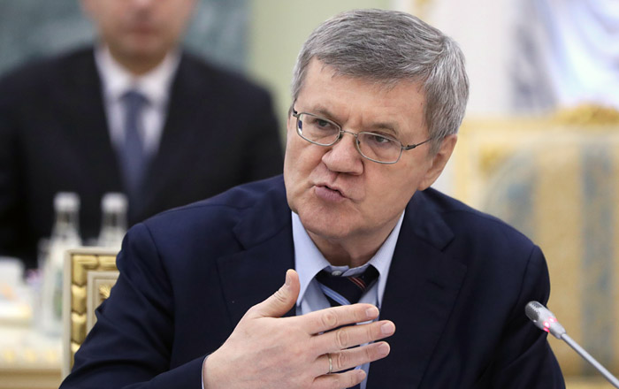Чайка предложил вернуть прокурорам право вести дела против следователей