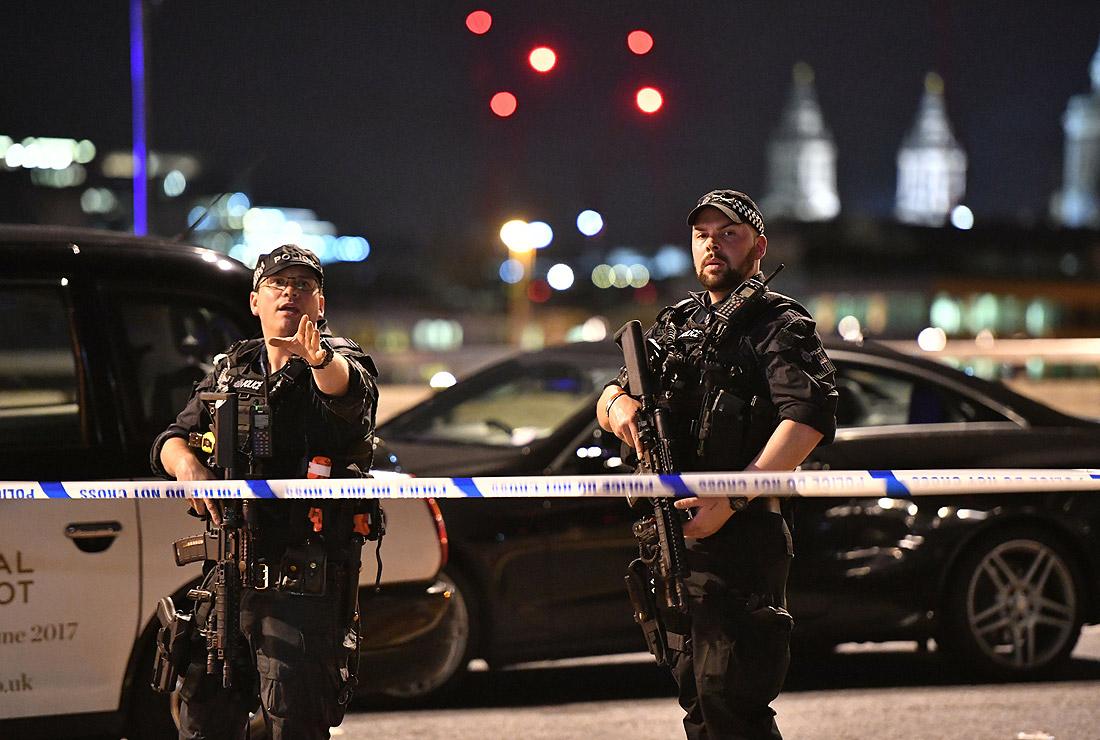 Полиция на Лондонском мосту после атаки