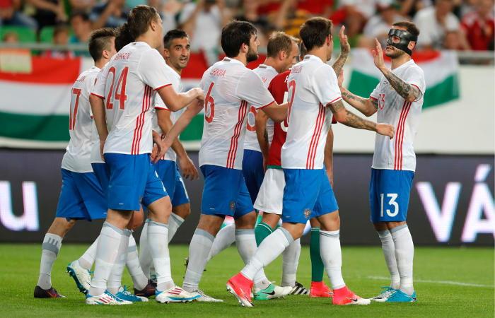 Три футболиста исключены изсостава сборной РФ