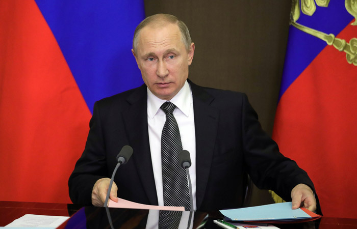 """Путин подписал закон об уголовной ответственности за создание """"групп смерти"""""""