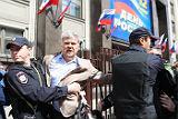 У Госдумы задержали стоявшего в пикете Сергея Митрохина