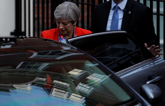 """Великобритания выбрала """"подвешенный парламент"""""""