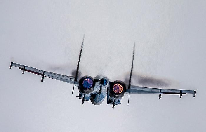 Пентагон показал кадры перехвата самолетов ВВС США российским Су-27