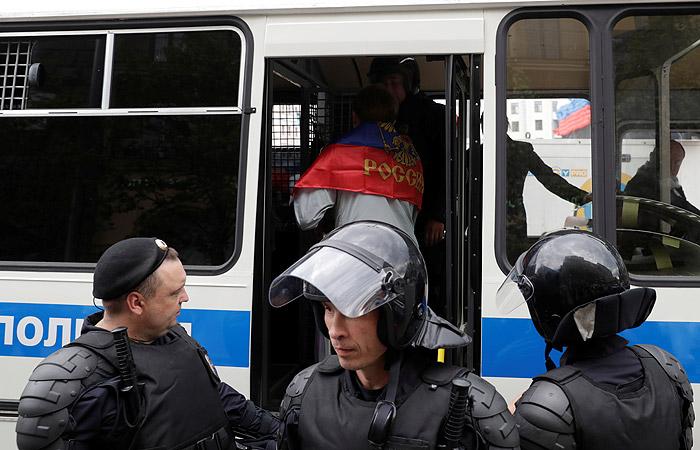 Полиция начала пресекать проведение акции оппозиции на Тверской