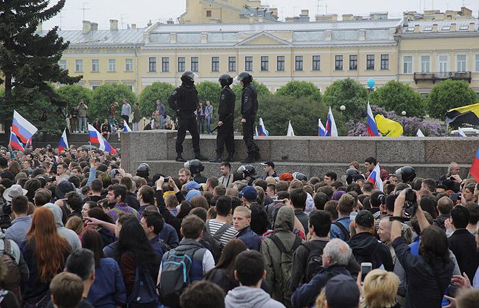 Полиция сообщила о 500 задержанных на несанкционированной акции в Петербурге