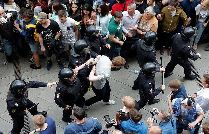 Власти Москвы насчитали не более 5 тыс. участников акции оппозиции на Тверской