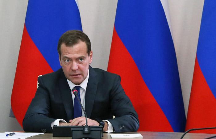 Медведев: Задва года МРОТ сравняется спрожиточным минимумом