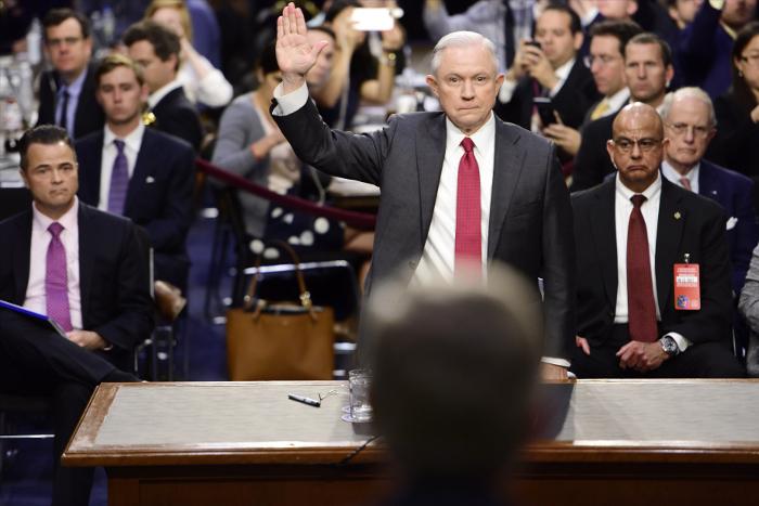 Министр юстиции США открестился отинформации освязях сРоссией