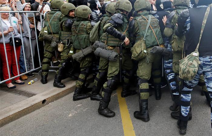 Суд в Москве отправил под домашний арест участвовавшего в акции оппозиции школьника