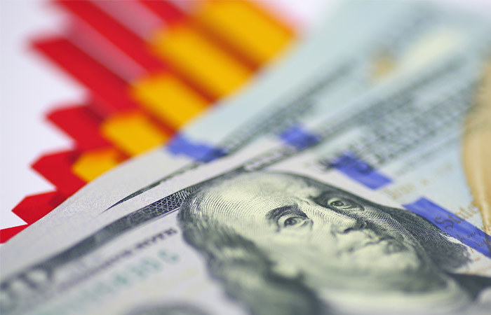 Курс евро превысил 65 руб. впервый раз сфевраля