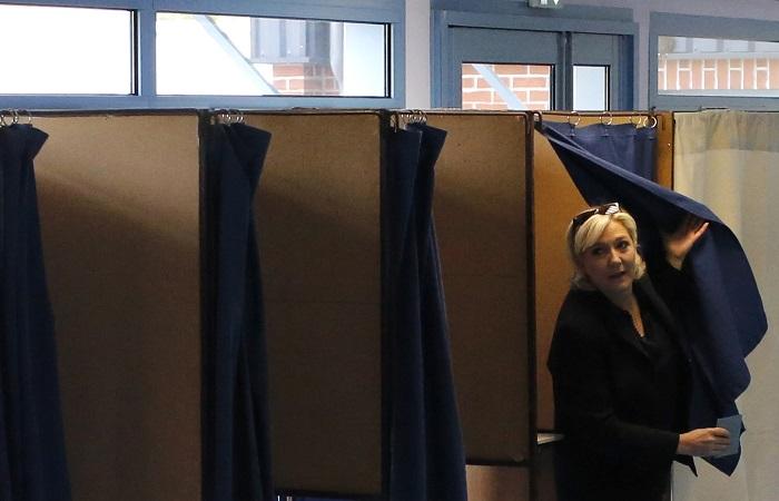 Марин ЛеПен отдала голос вовтором туре выборов впарламент Франции