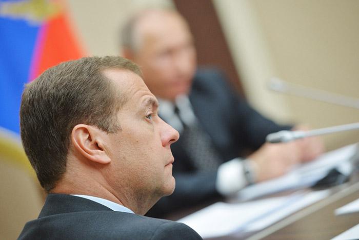 Медведев предложил продлить контрсанкции еще нагод