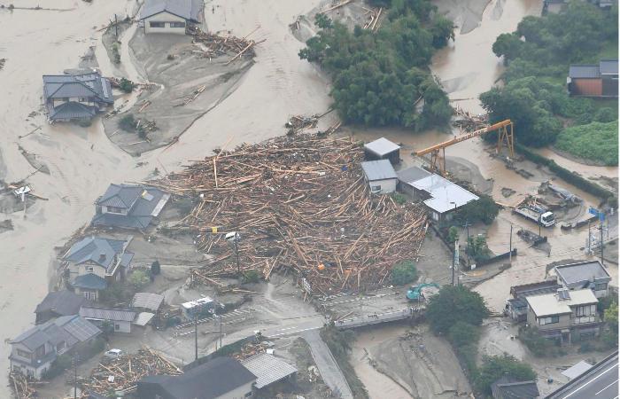 Неменее  20 человек пропало из-за наводнения вЯпонии