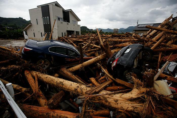Число погибших  наводнений вЯпонии выросло до  18