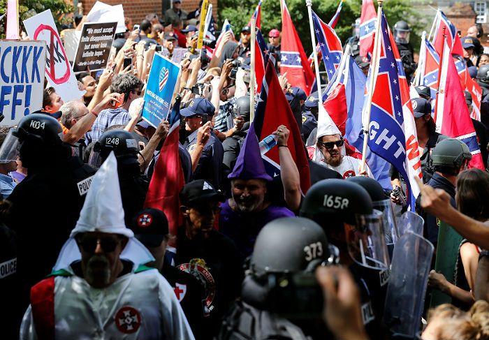 В американском штате Виргиния арестованы 23 человека на акции Ку-Клукс-Клана