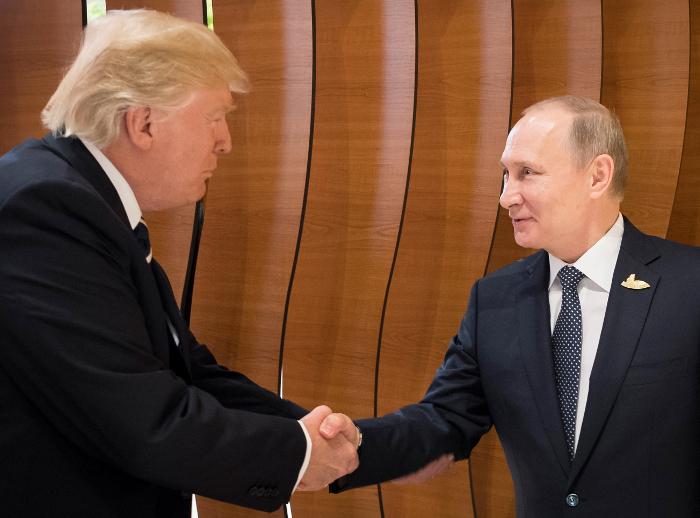 Трамп усомнился в перспективах создания группы по кибербезопасности с РФ