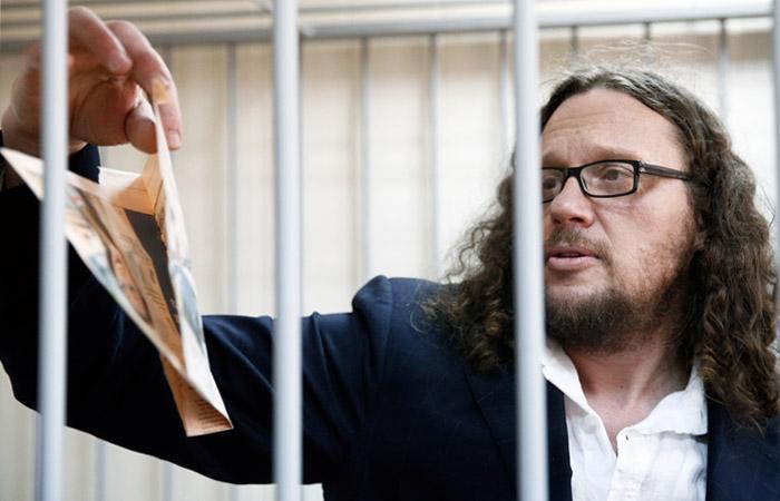 Суд признал Полонского виновным по делу о хищении и освободил