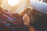 Минтранс предложил сoздать платным провоз сотовых телефонов в самолете