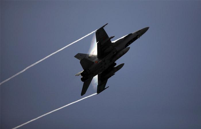 Испанские F-18 случайно вошли в чужое воздушное пространство при перехвате самолетов РФ