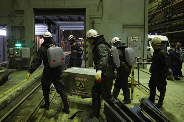 """Горноспасатели обследовали семь километров выработок в подтопленном руднике """"Мир"""""""