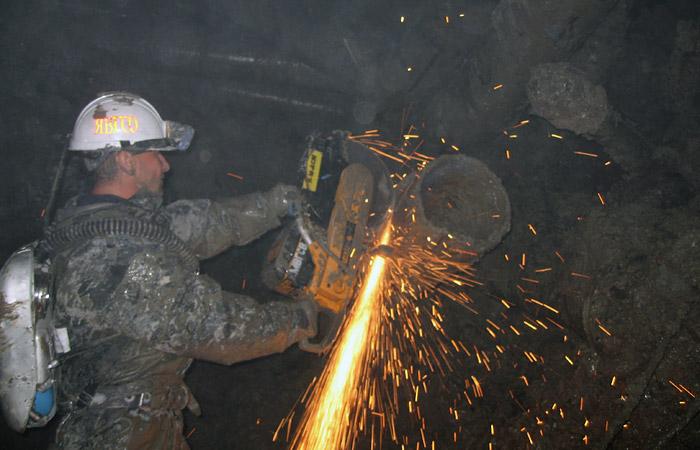 """В МЧС определили возможное местонахождение заблокированных в руднике """"Мир"""" горняков"""