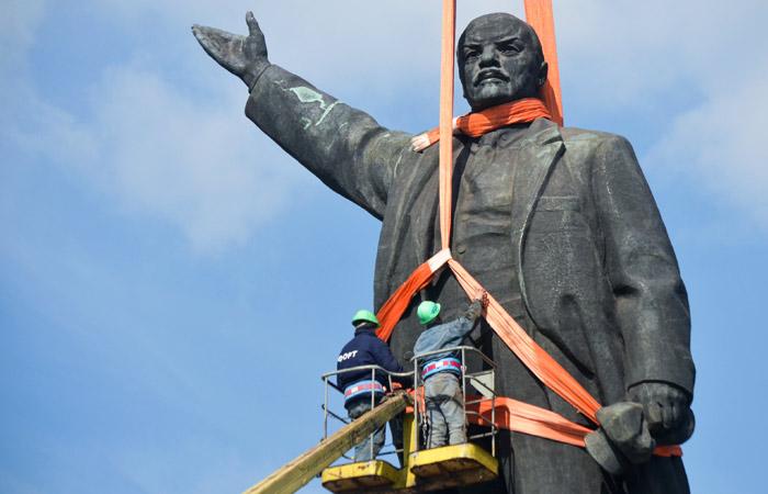 На Украине снесли все памятники Ленину
