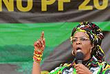 В ЮАР согласились выдать первой леди Зимбабве дипломатический иммунитет