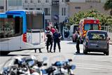 В Марселе автомобиль протаранил несколько автобусных остановок