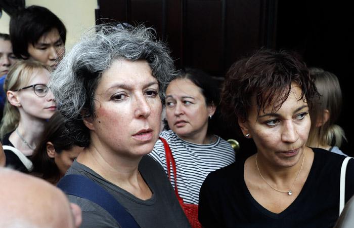 Журналист Наринская и еще несколько человек задержаны в арестовавшем Серебренникова суде