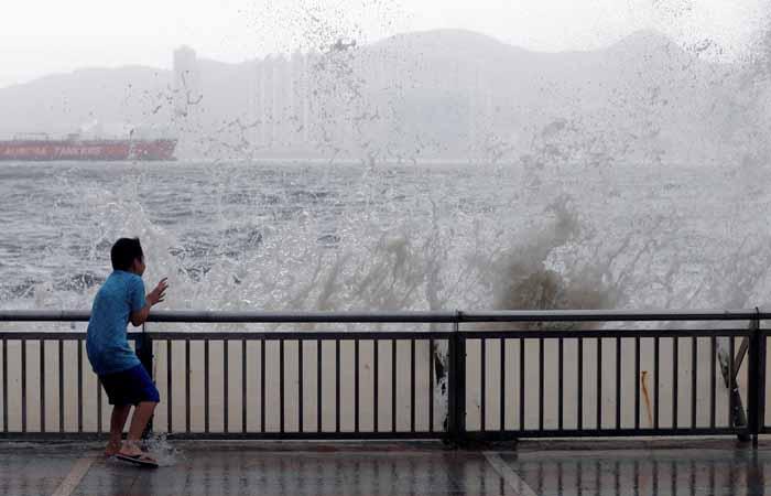 """Не менее 10 человек стали жертвами тайфуна """"Хато"""" в Китае"""