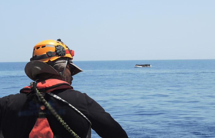 Шесть человек погибли при падении автобуса с рабочими в море на Кубани