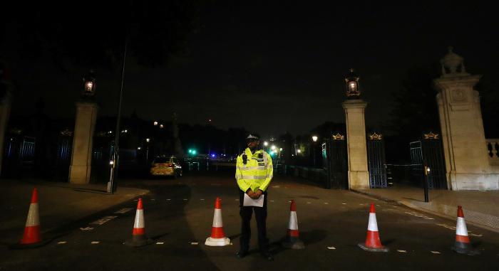 Мужчина с ножом ранил двоих полицейских возле Букингемского дворца