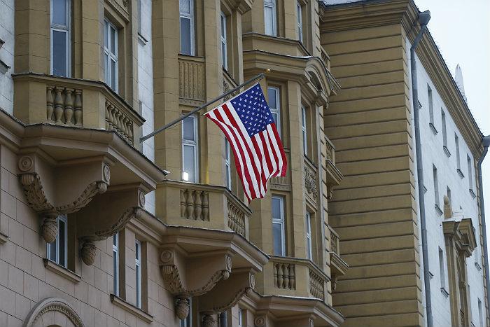 Сокращения в американской дипмиссии коснутся сотен граждан США и РФ