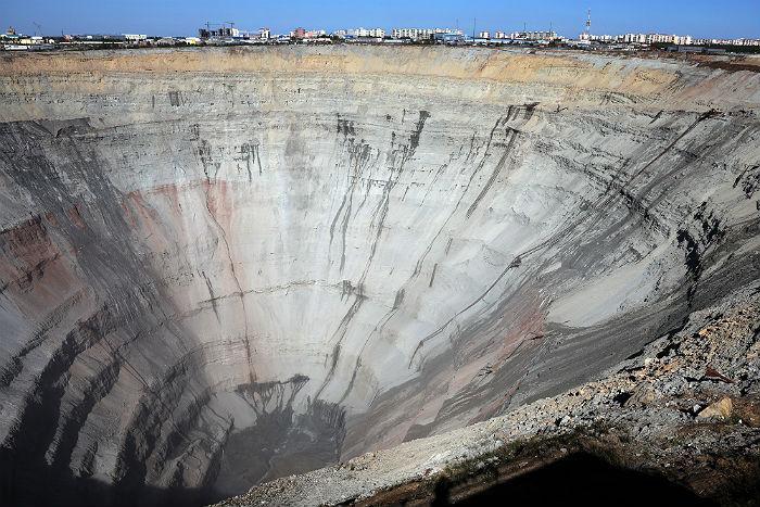 """На руднике """"Мир"""" прекратили поисково-спасательную операцию"""
